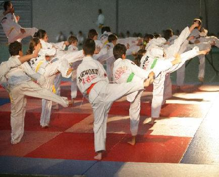 Les enfants en yop tchagui.