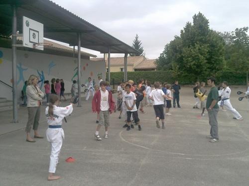 L'école de Carignan en pleine découverte du Taekwondo, l'équipe des Challengers par le club de Bouliac ont été présent sur place durant plus de 2h d'initiation.