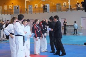 Remise de la médaille de Bronze par mon Maître, Maître Lee Won Sik.