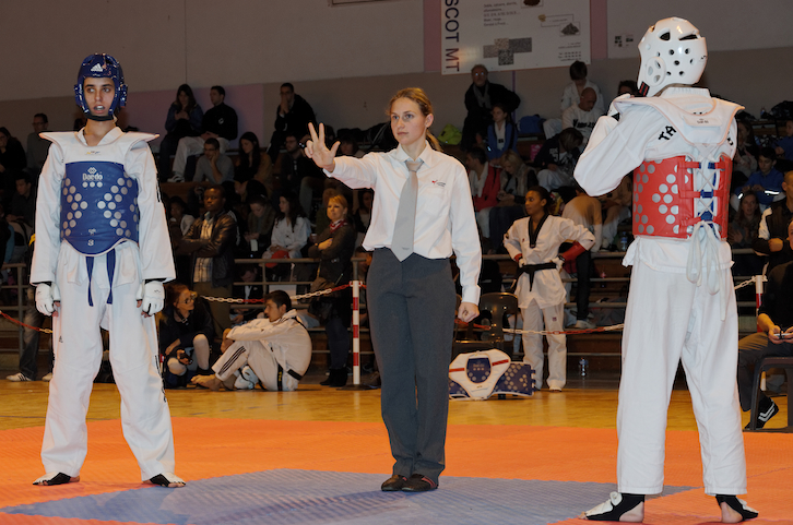 fanny-arbitre-combat-taekwondo-aquitaine